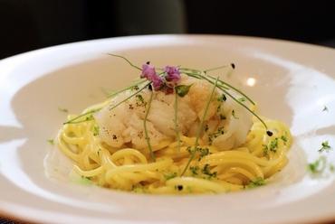時間をかけ旨みを凝縮し、豊かな香りを肉全体に纏わせる『厳選A5国産黒毛和牛 燻香焼き』