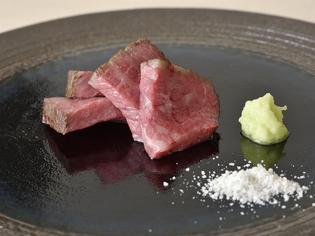 その日の肉の状態に合わせた絶妙な火入れ『長萩和牛 燻香焼き』