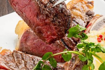 肉バルメニュー豊富 ボリューム満点なステーキや自家製ローストビーフも