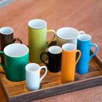 なんともポップな色使いのモダンなカップは、実は70年代の美濃焼のデッドストック。吉武氏自ら窯元へと足を運び、見つけ出してきたものだといいます。伊万里焼や唐津焼などの器も多数揃います。