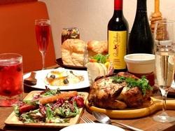 名物の贅沢肉盛り&1羽まるごとロティサリーチキン。大満足の9品に2時間飲み放題付のスペシャルコース!