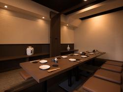 小鉢盛り6種の会席風コース プラス1500円で飲み放題お付けできます。