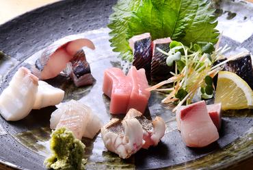 ゴロッと入った肉と野菜を濃いめの味付けでいただく『豚じゃが』