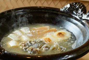 佐賀県産の「はがくれすっぽん」の濃厚な味わいに酔いしれる『丸鍋』