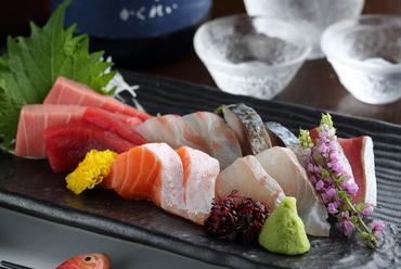 産地直送で仕入れる旬の鮮魚を味わう『おまかせ お刺身の盛り合わせ』