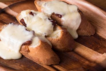 """""""ハイジのチーズ""""をとろ~りたっぷりかけてくれる『厚切りベーコン』"""