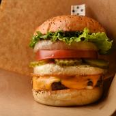 手づくりならではの味を堪能『熊野牛チーズDXバーガー』