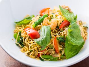 唐辛子の効いた激辛のタイ風炒め麺『パックキーマオ』