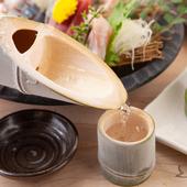 涼しげな器や料理の盛り付けなど、五感で楽しむ宴会が叶う