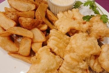 鮮魚も野菜も豪快にたっぷり盛られた『本日のお魚2種と野菜のプレート』