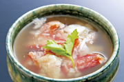 ずわい蟹本来の旨みを存分に楽しめる逸品。和の出汁の香りと蟹身の食感、噛みしめる度に広がる濃厚なエキスが上品なハーモニーを生み出します。最後の一滴まで「蟹の味」を味わい尽くせる北海道らしい一品です。