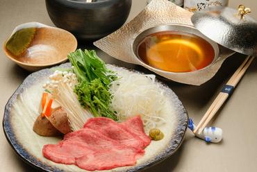 シャキシャキ野菜と、希少な高知県産「土佐あかうし」のタンモトを堪能する『和牛タンしゃぶ』