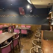 店内、店外は雰囲気が良く、カフェを思わせるオシャレな空間が特徴。大切な人とのデートを盛り上げてくれることでしょう。本場を感じる、こだわりの料理とともに、特別な時間を過ごしてみては。