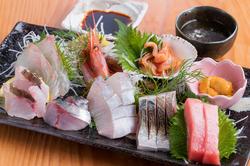 季節の美味しい食材をお楽しみ頂けます。魚料理から肉料理まで、たっぷり8品のお料理をご堪能頂けます。