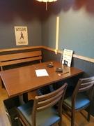 ベンチシート仕様のテーブル席