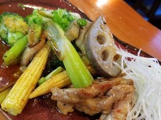 赤鶏は旨みが強く、野菜は鮮度抜群な「地元熊本県産の肉・野菜」
