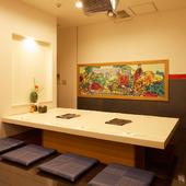 接待などの会食に相応しい、モダンな個室空間