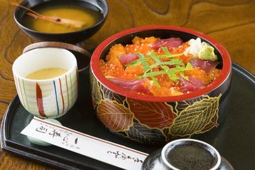 目にも華やかなランチちらし寿司『バラチラシ』