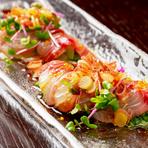 季節ごとの旬の鮮魚と地元奈良産のその日の野菜、両者の組み合わせは無限大です。素材に合わせたドレッシングやスパイスを考えながら、料理長が毎日の「とっておきの一皿」を仕上げます。