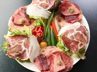 手づくりにこだわった燻製と野菜がたっぷり『馬喰サラダ』