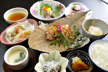 """四季折々の""""旬の味覚""""で舌も心も楽しませてくれる『玉乃膳』"""