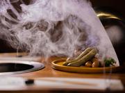 1本いっぽんすべてが手づくり、チョリソー・バジル・フランクの3種類を1度に楽しめる『自家製手づくりソーセージ』はいかが。肉汁溢れるおいしさに、あなたもきっととりこになるはず。