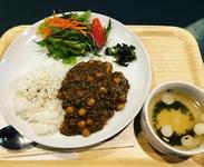 1日限定10食の気まぐれメインorフィリピン料理6品の中から選べるランチセット (写真は気まぐれメインのキーマカレー)