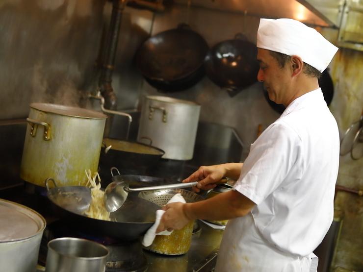 程よいタイミングで運ばれてくる料理が、快適な時間を演出