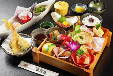 月替わりの食材をふんだんに散りばめたさまざまな料理が登場『庭園弁当(要予約・限定30食)』