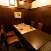 ゆったりと座れるテーブル個室も完備