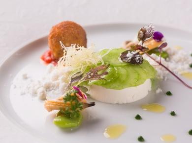 南フランスの郷土料理、ブランダードから発想を得た『真鱈 キュウリ スルメイカのコロッケ』