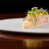 ジュシーで豊かな味わいのホワイトアスパラガスに多彩な味が重なる『White Asparagus』