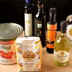 ゲストの舌を満足させる逸品料理の数々は、イタリアと岐阜の融合から生まれます。イタリア食材業者から取り寄せる小麦粉やオリーブオイル、各種調味料と、岐阜県産の新鮮食材。絶妙のコラボレーションをお試しあれ。