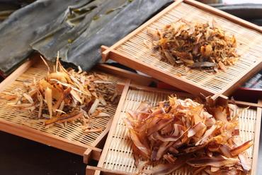 日本各地から仕入れた、天然の上質な食材を厳選してつくる料理