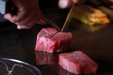 ひと口で食べられるカットサイズにもこだわった『近江牛ロース』