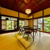 雅な庭園を望む座敷は、4名定員の個室