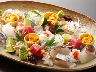 新鮮な海の幸で旬の味わいを堪能! 『季節のお造り盛り合わせ』
