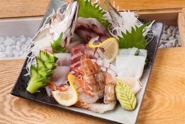 新鮮な魚介ならではの絶妙な食感と凝縮した旨みと甘みが五感を刺激する『刺身の盛り合せ』