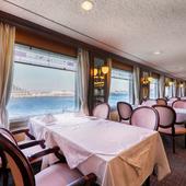 雰囲気の異なる6室のレストランで、神戸の海の景色に酔いしれる