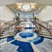 フランスの豪華客船をイメージして造られた船内で非日常の贅沢を