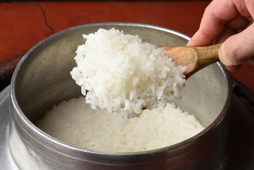 これぞ銀シャリ。羽釜で炊き上げた「御飯」