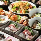 新鮮な刺身やこだわりの料理に日本酒27種類も楽しめる飲み放題付き『萬惣コース』