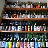 全国各地から選び抜いた53銘柄の日本酒を取り揃え
