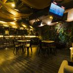 結婚式の二次会や各種パーティーは【Hideout Bar B1】がおすすめ。30人までの貸切も可能な空間は、ワインやカクテルを飲みながら、洗練された至福の時間が過ごせます。