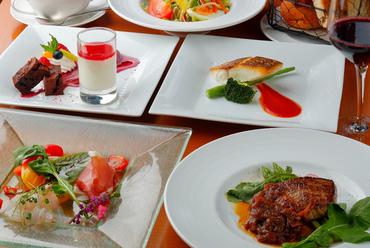 シンプルながらも華やかな料理の数々。店の料理全般をリーズナブルに堪能できる『ランチコース』