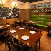 """広々とした空間の中で、ゆっくりくつろげる""""和みのワイン食堂"""""""