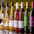 """国内外を問わず、坂東氏が吟味した""""美酒""""がズラリ。おすすめは、花巻市 ・亀ケ森醸造の「無濾過シードル」なのだとか。ノンアルコールカクテルやジュースも充実していて、酒が苦手な方でも満足できるハズです。"""