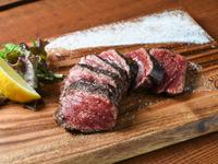 牛もも肉の厚切りステーキ