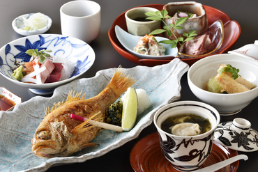 人気を博す高級魚「のど黒」をメインに季節の料理が華を添える『のど黒コース』