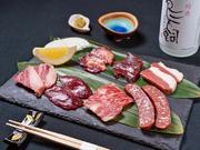 なかなか食べる機会のない馬刺しを、6種取り揃えていただける人気の一皿です。産地阿蘇の牧場から直送した新鮮な馬肉は、質にこだわった極上品。まずは素材の良さが際立つ刺身で、その豊潤な味わいを堪能してみて。